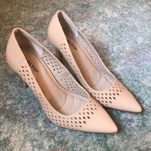 Rialto patent leather nude shoes